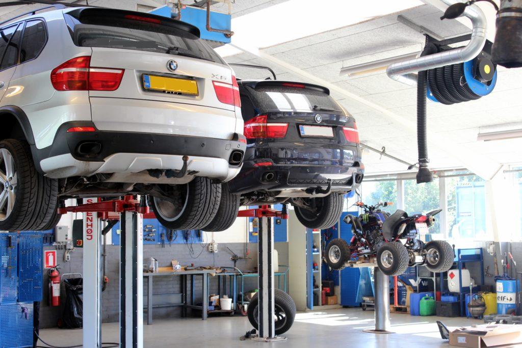 Vi er dit autoværksted for BMW, Mercedes Benz.